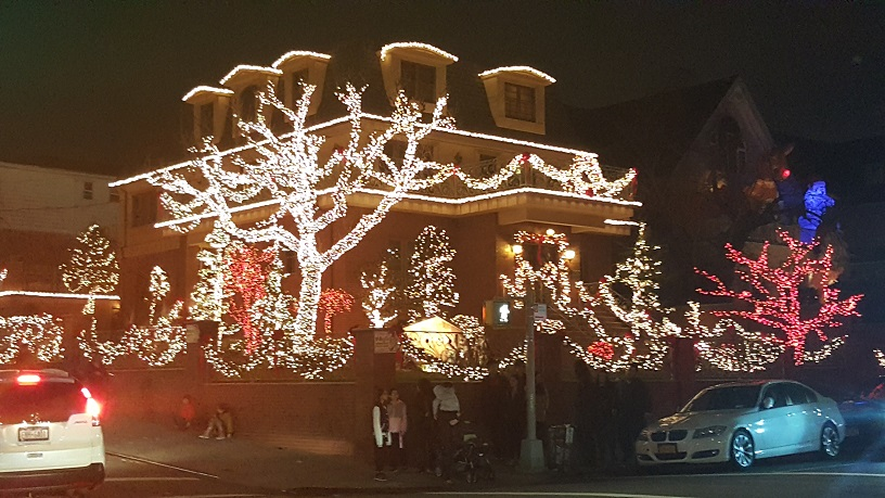 Dyker Heights Christmas Lights (4)