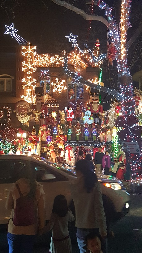 Dyker Heights Christmas Lights (6)